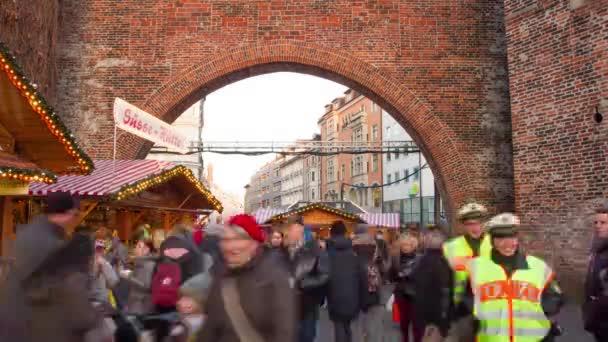 Deutschland, München - Weihnachtsmarkt Sendlinger Tor Zeitraffer
