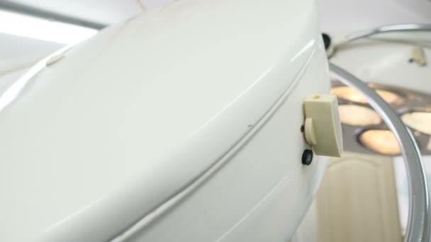 Pojem lékařská zařízení. Detailní záběr lékařské indikátor umístěný na operačním sále na zdravotnické klinice. 4k
