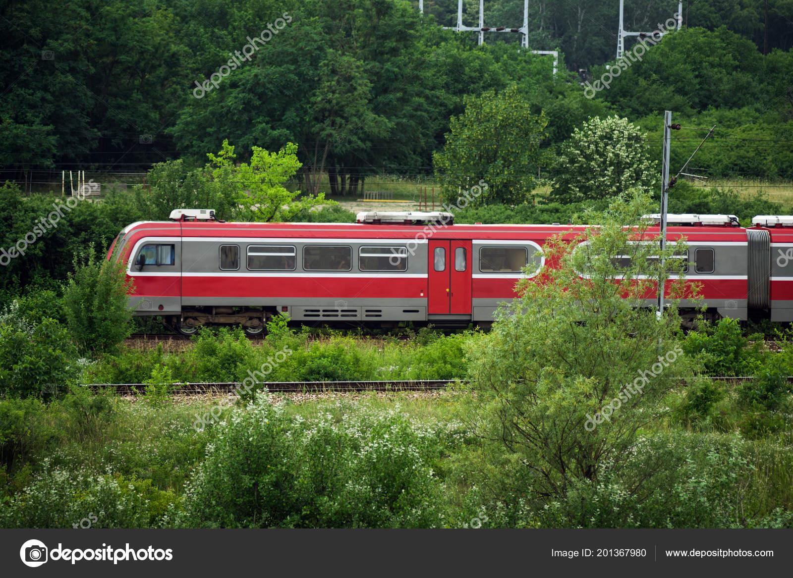 Просмотр поезд фото три подруги встали