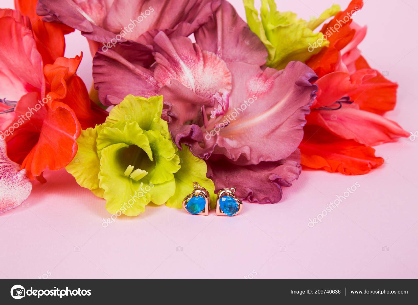 Arreglo Floral Flores Gladiolos Colores Rojo Chocolate Luz