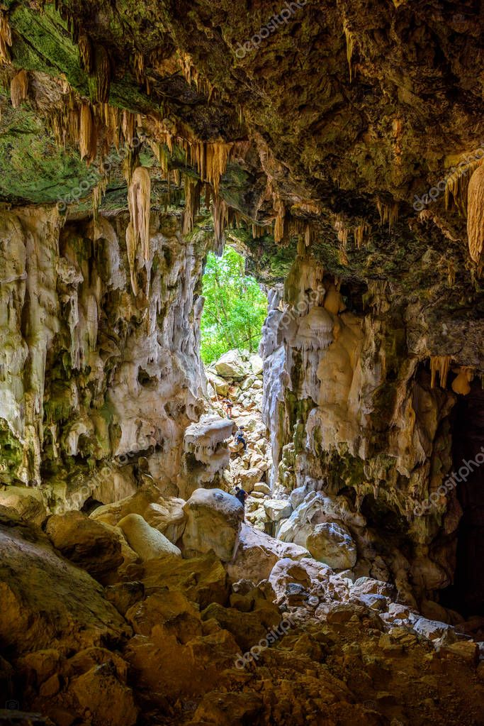 Koh Phaluai, Mu Ko Ang Thong National Park, Gulf of Thailand, Siam, cave with stalactites