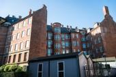 Fotografie nízký úhel pohledu moderních domů na ulici v Kodani, Dánsko