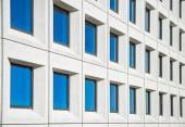 plnoformátový pohled na moderní Bílý dům s modrým windows v Kodani, Dánsko