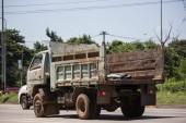Chiangmai, Thajsko - 21 září 2018: Soukromá Isuzu sklápěč. Na silnici no.1001 8 km od Chiangmai obchodní oblasti
