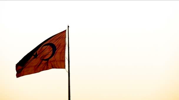 Turecká vlajka mávala s větrem