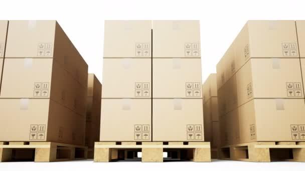Fából készült raklapok, barna kartondobozok, melyek sorba rendezett, fehér háttéren lévő árukkal vannak elrendezve. Loopable 60 fps animáció.