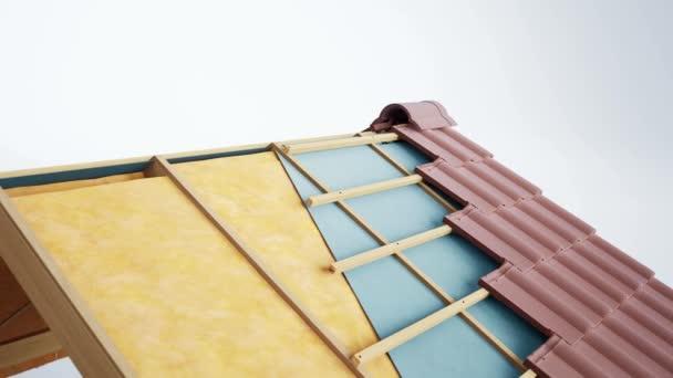 Střešní vrstvy v sekci. Viditelné izolace, vlna, konstrukce a hnědé klasické keramické dlaždice. animace 60 fps.