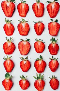 seamless pattern made of ripe fresh sliced strawberries on white