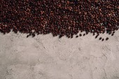Fotografie top view of spilled coffee beans on concrete tabletop