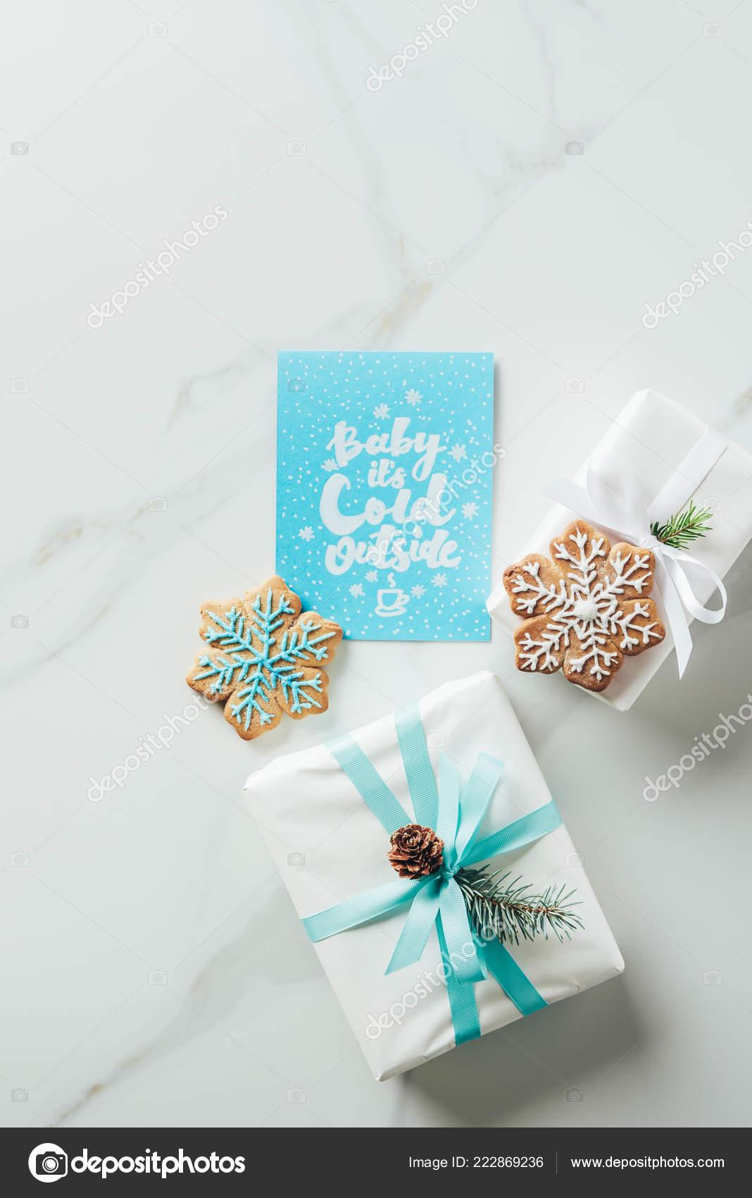 Draufsicht Der Weißen Weihnachtsgeschenke Schneeflocke Cookies Und ...
