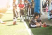 Rozmazané dětský fotbalový klub v poli pro fotbal