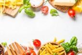 Olasz élelmiszer háttér fehér felülnézet.