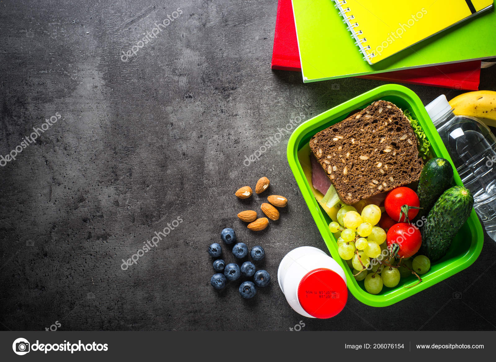 Pranzo Al Sacco Magro : Scatola di pranzo scuola e cancelleria su priorità bassa nera