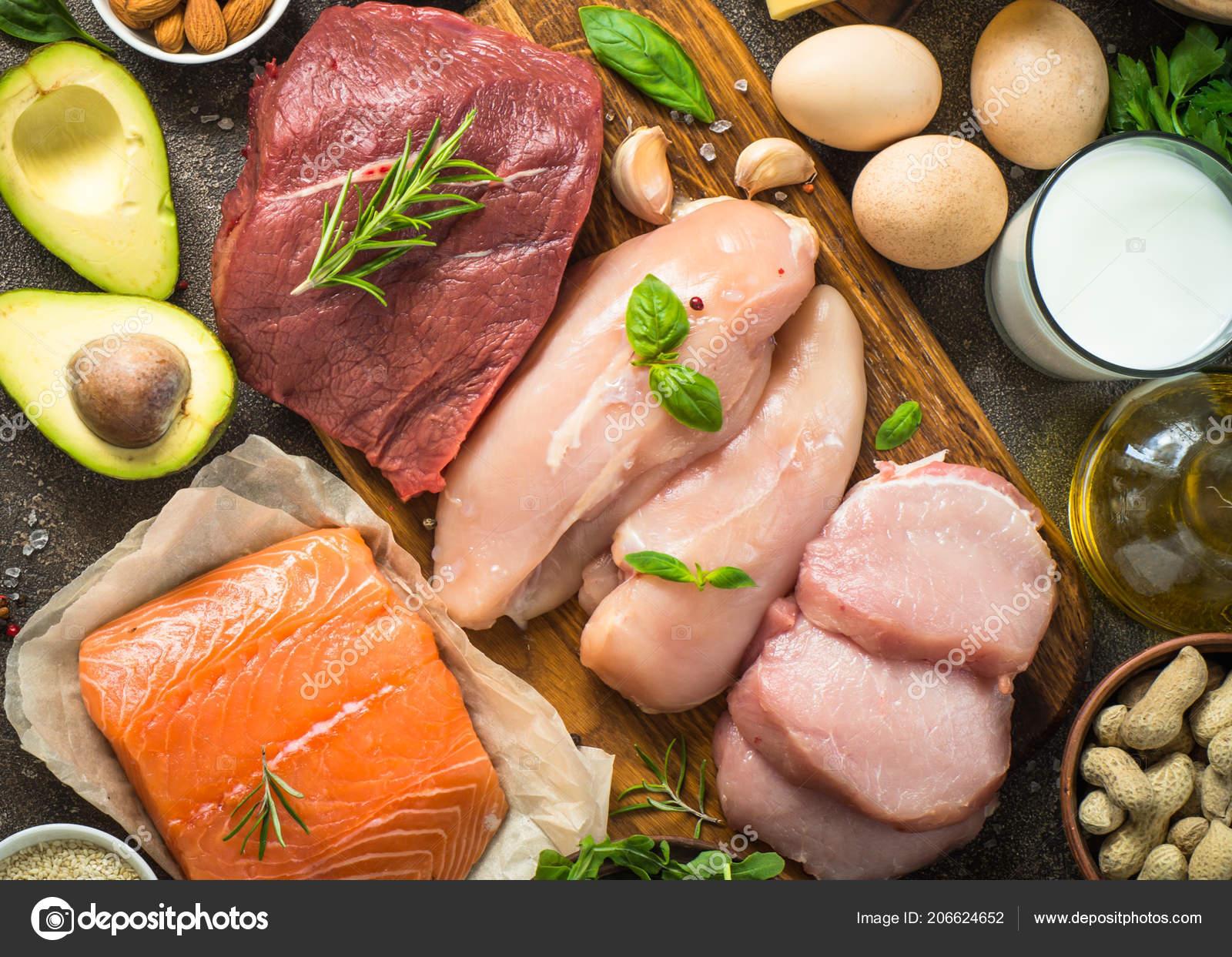 Высоким содержанием белка питание рыба мясо птица орехи яйца.
