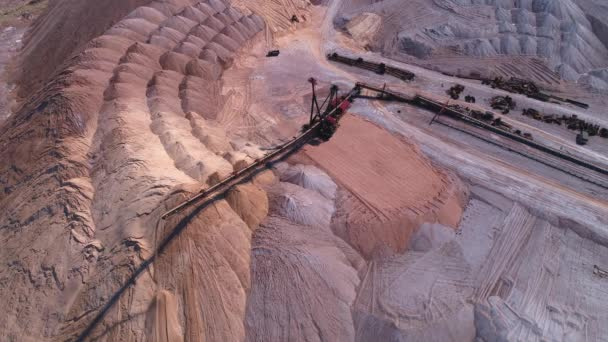 Conveyor console of the spreader during operation  Transportation of an  empty rock to a dump