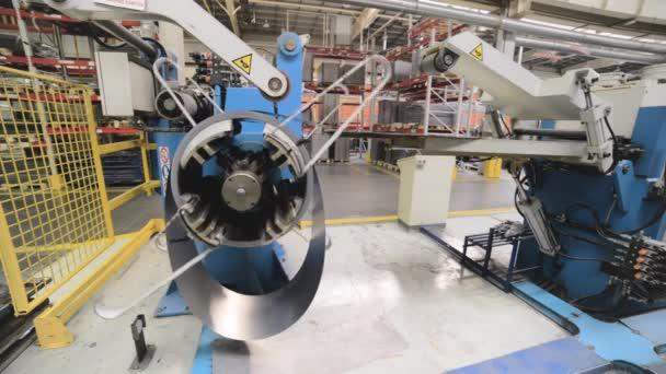 Kaltgewalzte Stahl Spule auf Bandhaspel Maschine im Metall verarbeitenden Gewerbe.
