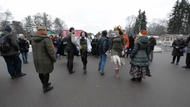Rusko, Moskva - 16. března 2019: Oslava dne svatého Patrika v moskevském parku Sokolniki. Lidé tančí staré irské tance