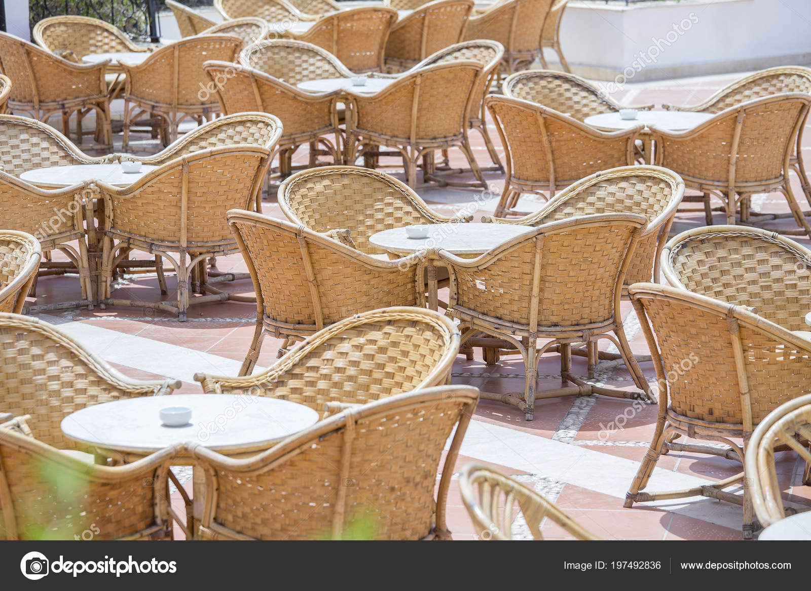 Table Rotin Chaises Dans Cafe Plage Cote Mer Rouge Charm Photo