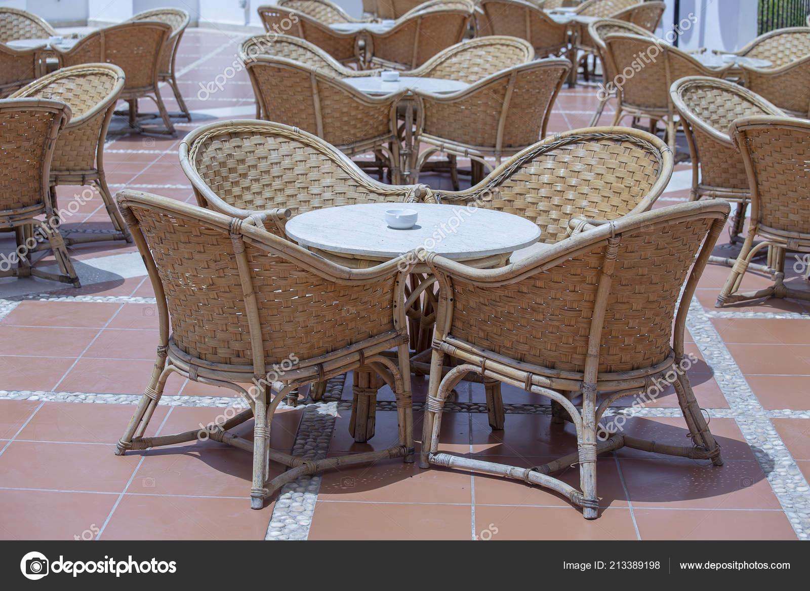 Mar Sedie E Tavoli.Rattan Tavolo Sedie Caffe Sulla Spiaggia Vicino Mar Rosso