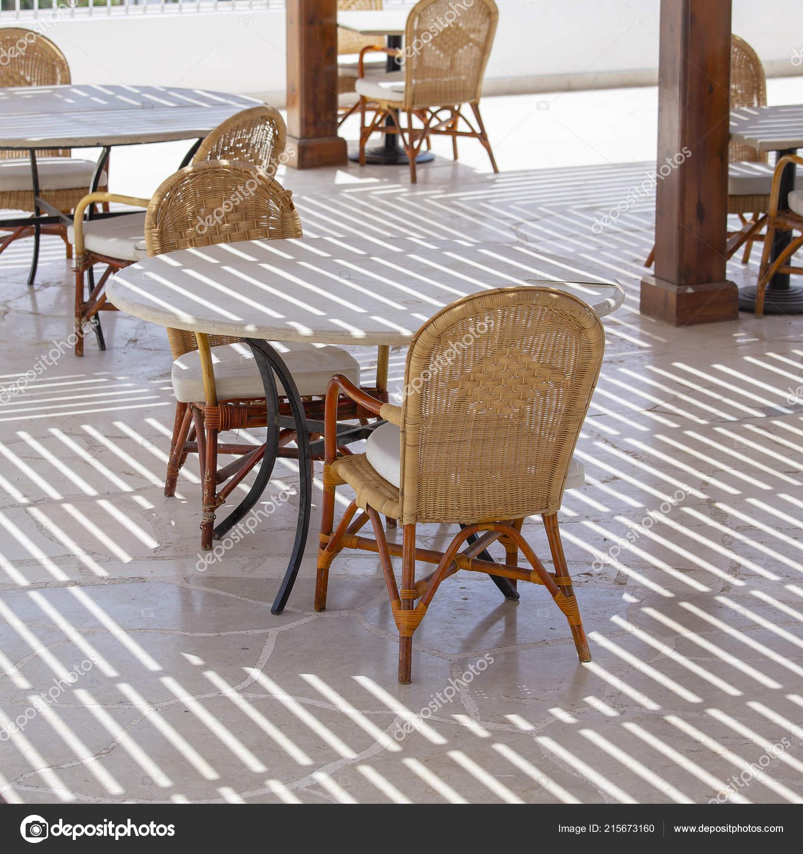 Mar Sedie E Tavoli.Tavolo Sedie Caffe Sulla Spiaggia Vicino Mar Rosso Sharm