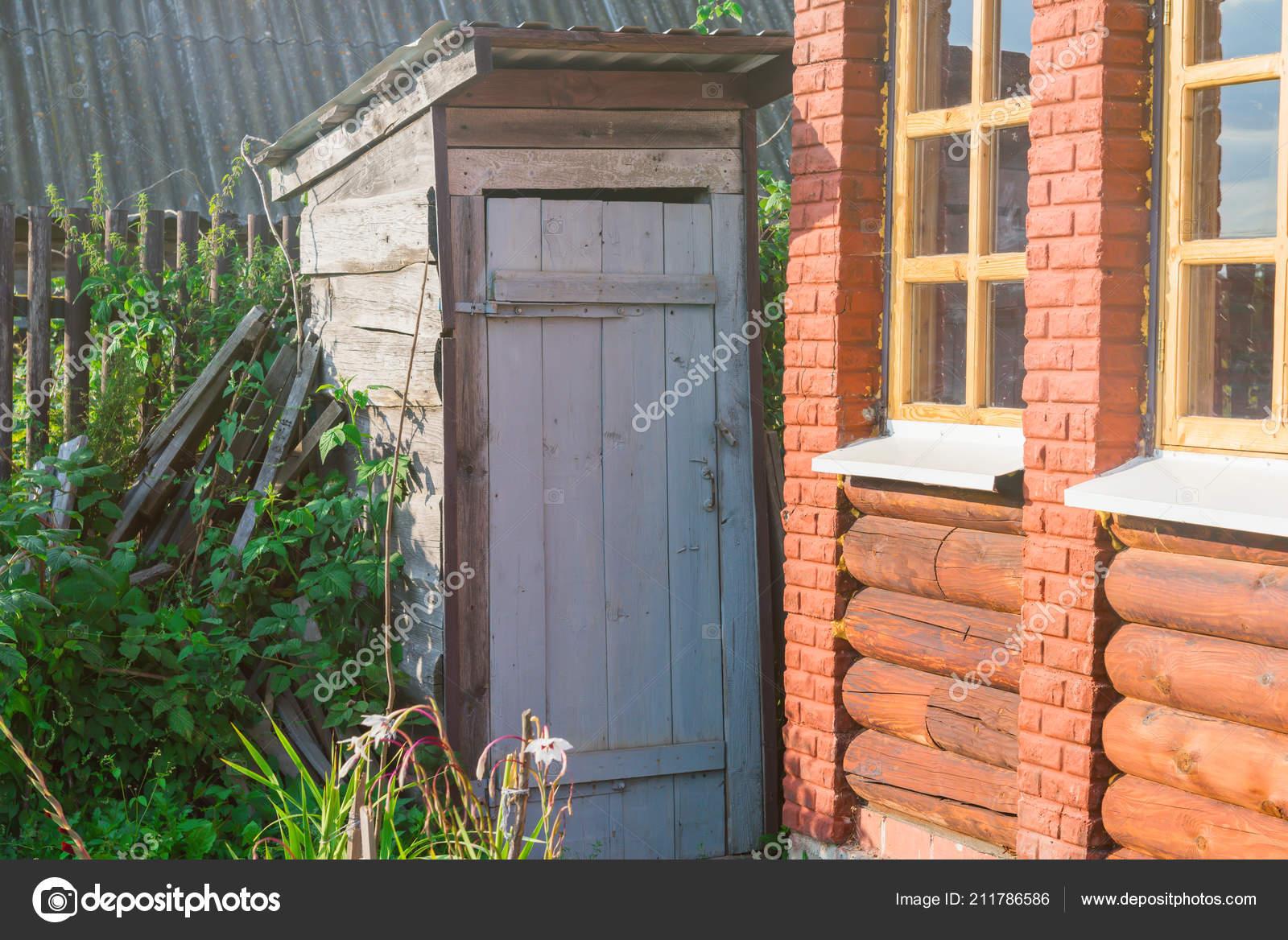 Alte Hölzerne Toilette Im Garten Stockfoto Pike 28 211786586
