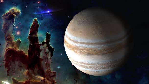 Outher space. Rotující planeta Jupiter poblíž pilíře stvoření. Pohybu 4k videozáznamu. Prvky tohoto obrázku jsou podle Nasa