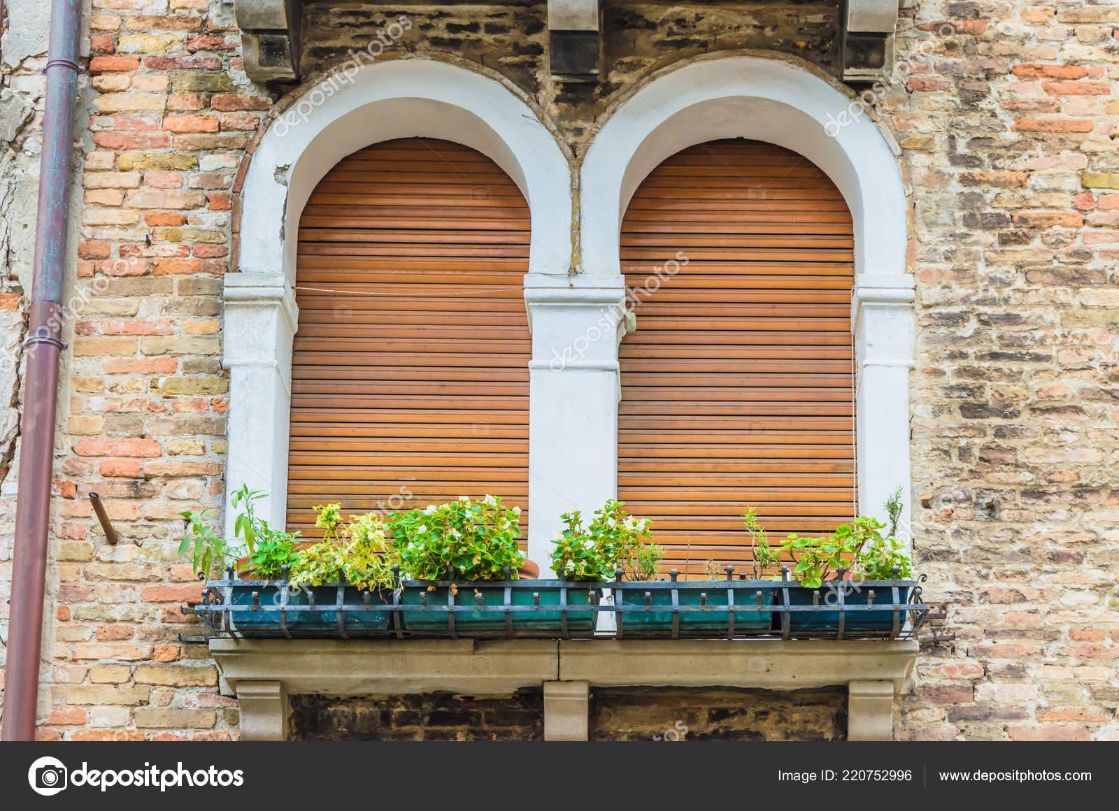 Die Besten Fenster Von Venedig Schönen Sonnigen Wetter Stockfoto