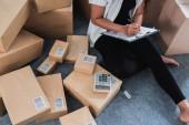 Photo asian woman online seller