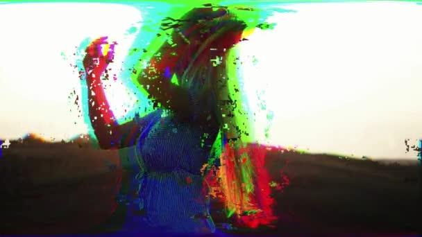 Sokszínű lány absztrakt digitális hatásokkal a fény interferencia és a hullámok, törött TV. Pixel hiba művészeti hatás. Retro futurizmus 80 90 dinamikus stílus. Videojel károsodás régi képernyő zaj