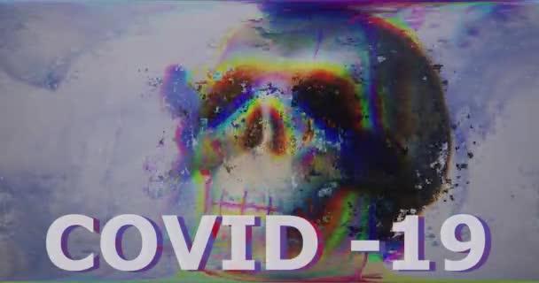 Többszínű felirat covid-19 rossz pixel glitch art hatással. Koponya elvont digitális effektusok zaj interferencia, törött TV. Retro futurizmus régi stílus. Videojel károsodás vírus corona