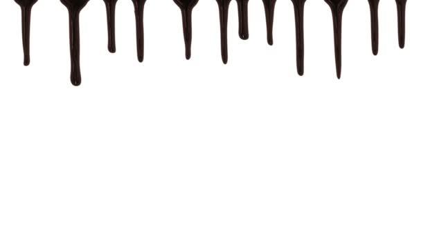 Schokolade-Streams auf weißem Hintergrund