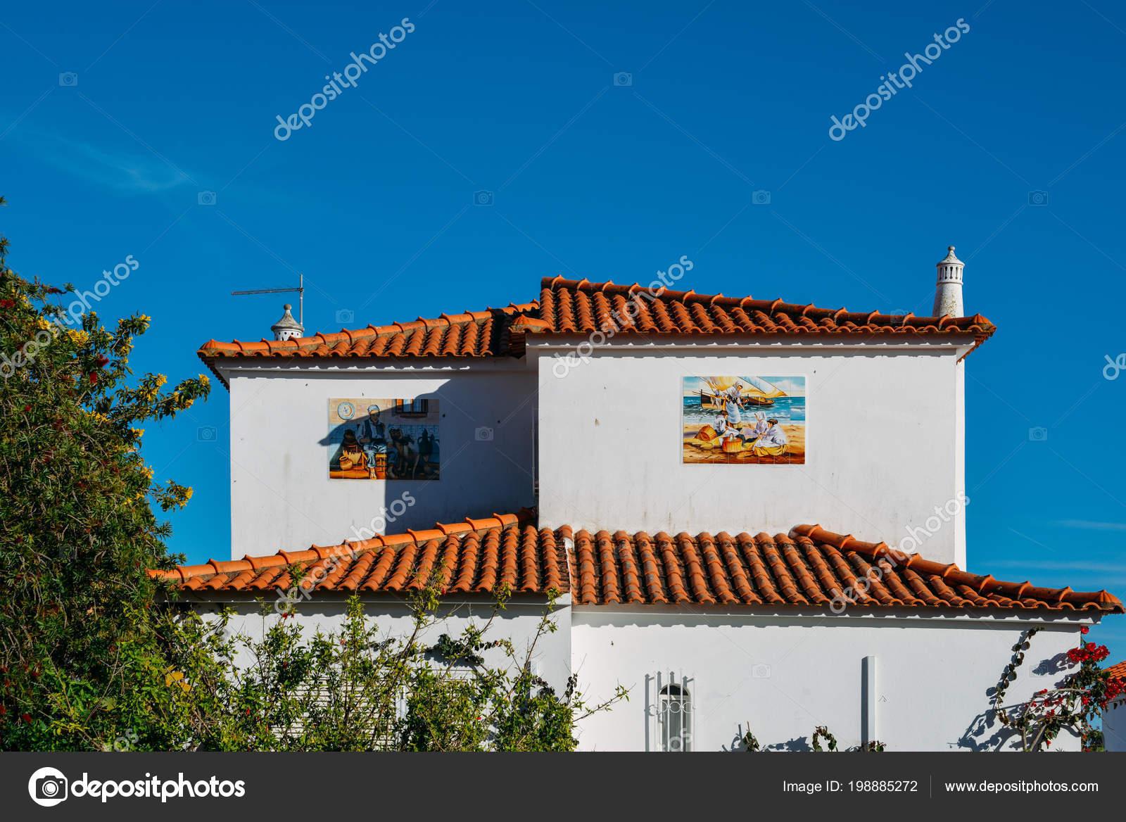 Vedle Sebe Kresby Na Strane Budova Zobrazujici Portugalske Kultury
