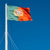 A Portugália lobogója a kék ég, a háttérben. Másolja a hely