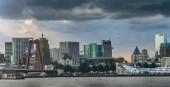 Fotografie Innenstadt von Rotterdam, holländische Skyline vom Maasfluss