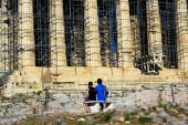 Griechenland, Athen, 16. Juni 2020 - Blick auf den Parthenon-Tempel auf der Akropolis von Athen an einem Tag, an dem die archäologische Stätte der Akropolis fast leer von Besuchern war. Der Tourismus ist von allen wichtigen Wirtschaftssektoren am stärksten vom Coronavirus betroffen (