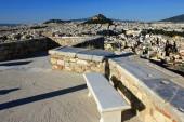 Griechenland, Athen, 16. Juni 2020 - Aussichtspunkt auf dem Akropolis-Hügel, leer von Besuchern. Der Tourismus ist von allen wichtigen Wirtschaftssektoren am stärksten vom Coronavirus (Covid-19) betroffen.).