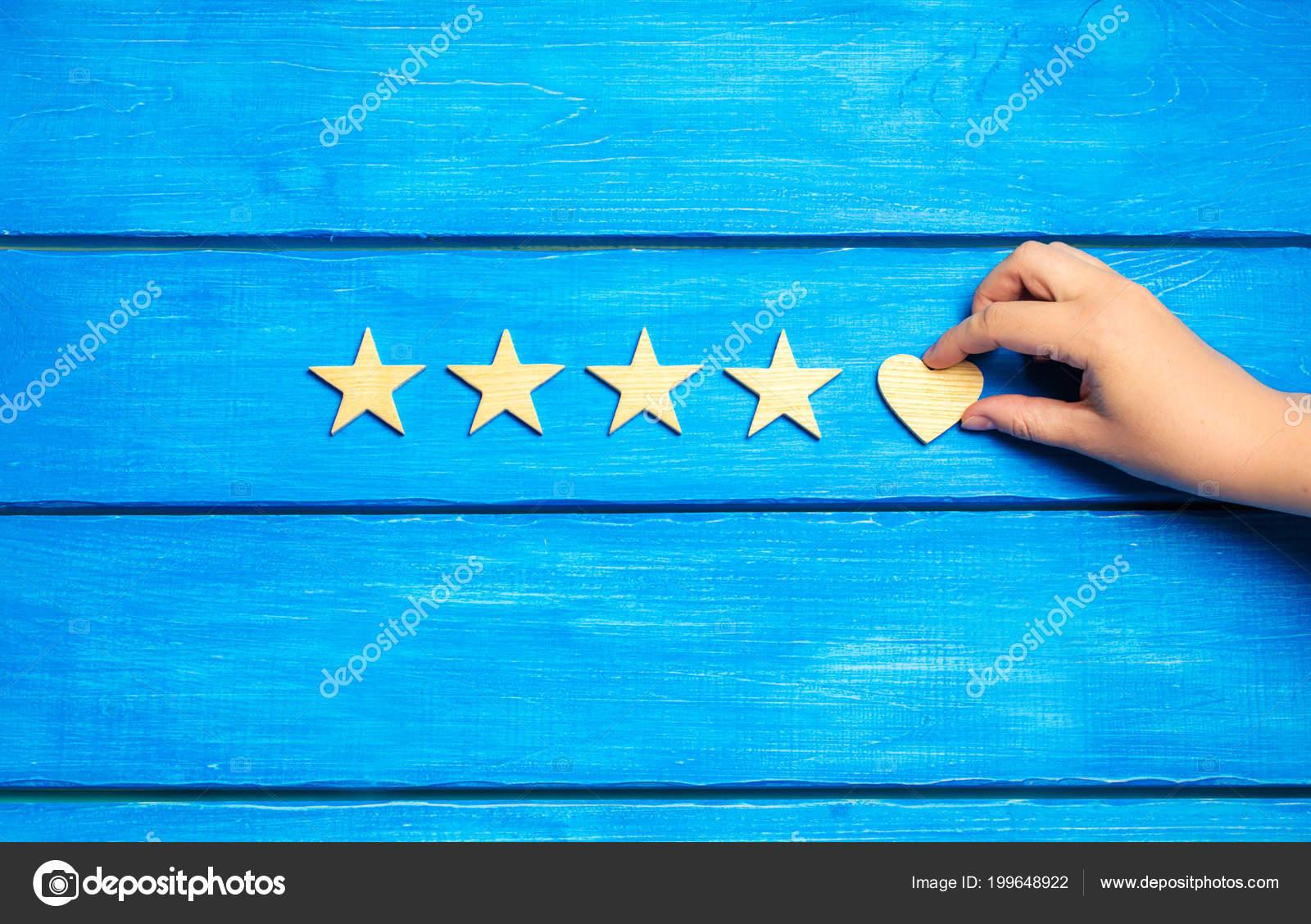 Cuatro Estrellas Corazón Sobre Fondo Azul Clasificación Cinco ...