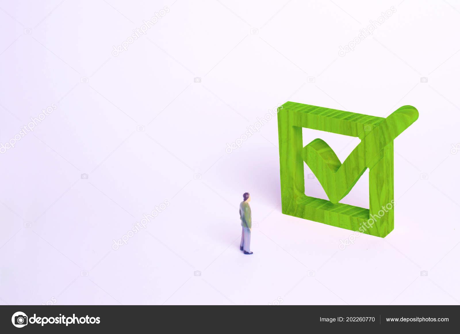 Figura Humana Estar Parados Lado Tick Verde Cuadro Concepto