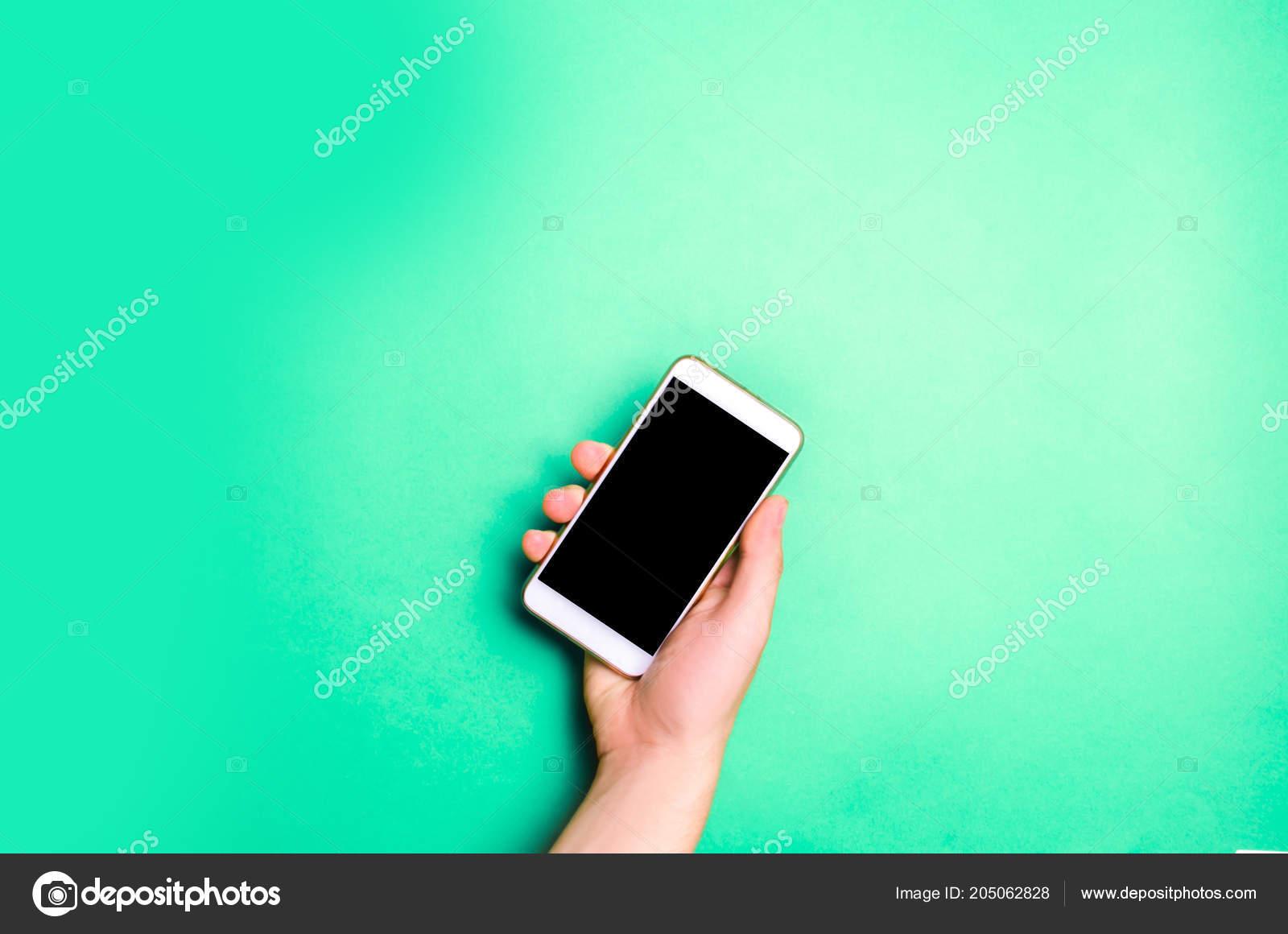 Smartphone Telefono Nell Uomo Mani Uno Sfondo Verde Concetto