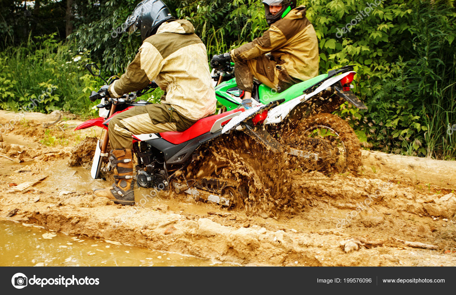 Prépa de ma HONDA CRF 250 L - Page 2 Depositphotos_199576096-stock-photo-two-mens-on-a-motorcycle