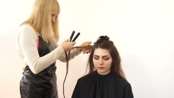 Fodrász teszi haj kúp curling vas