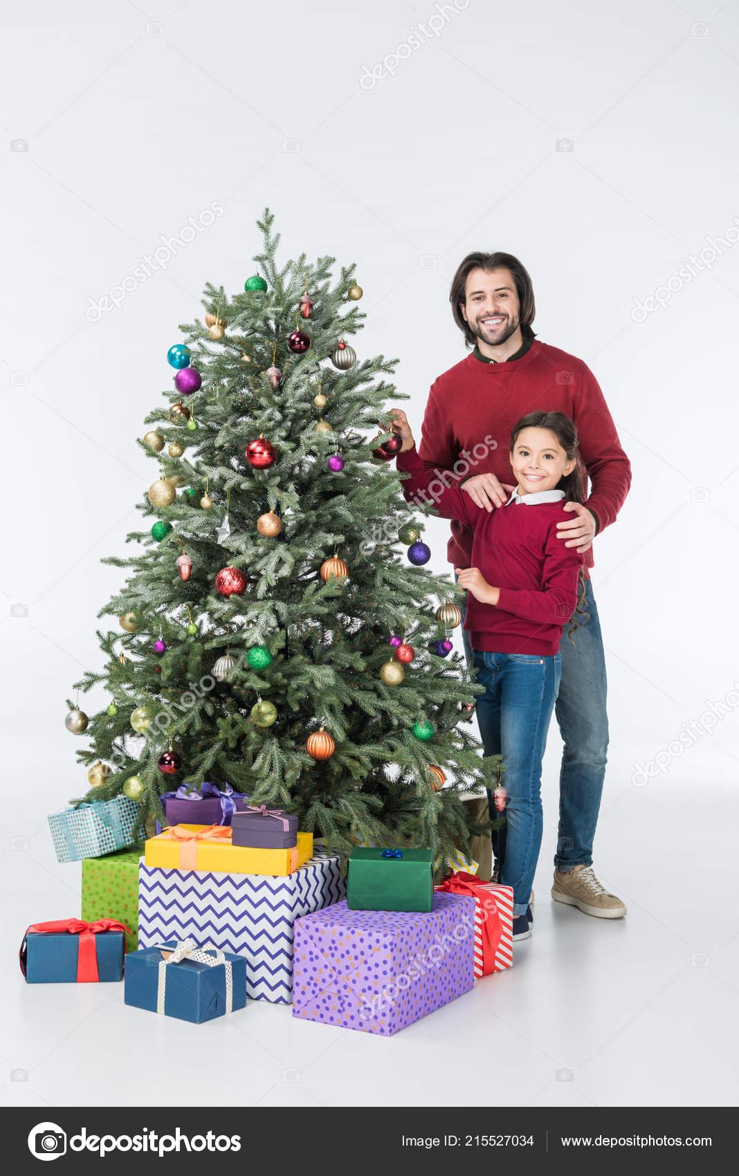 Feliz Padre Con Hija Decorar árbol Navidad Con Regalos