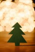 zár megjelöl kilátás zöld könyv karácsonyfa a fából készült asztallap és a bokeh fények háttér