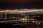 hosszú expozíció a városkép homályos fények éjszaka