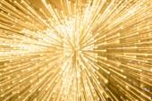 Fotografie Dlouhá expozice rozmazané lesklé zlaté bokeh světel