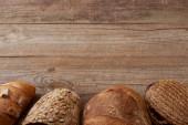 frissen sütött kenyeret, fából készült, rusztikus asztal