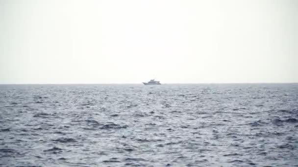 A nyílt tengeri vitorlás Yacht. Vitorlas hajo. A drone Yacht. Vitorlázás videóinak. Yacht-ból fenti. Vitorlás a drone. Vitorlázás videóinak