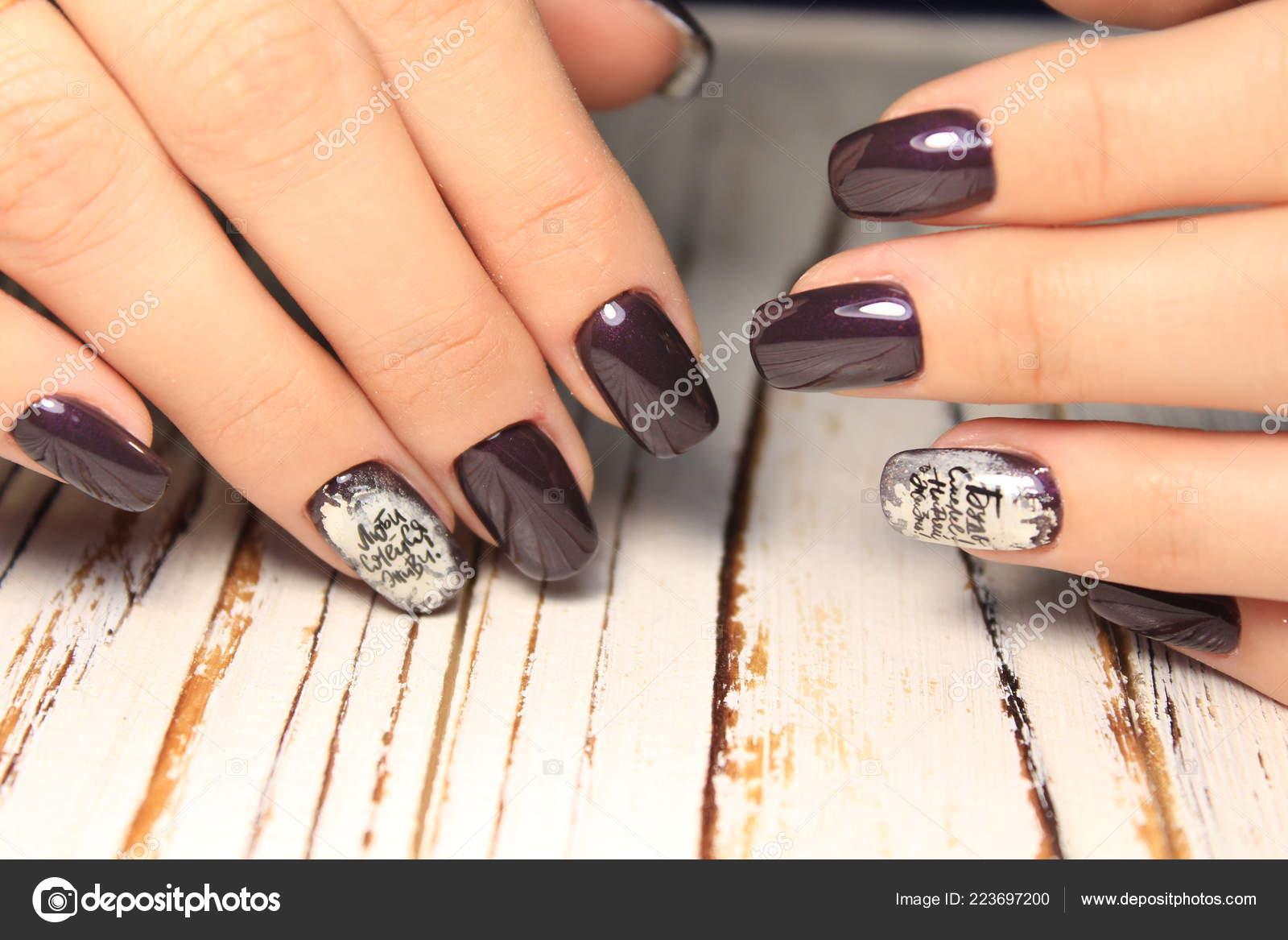 Hermosa Moda Manicura Con Diseño Uñas Largas Foto De Stock
