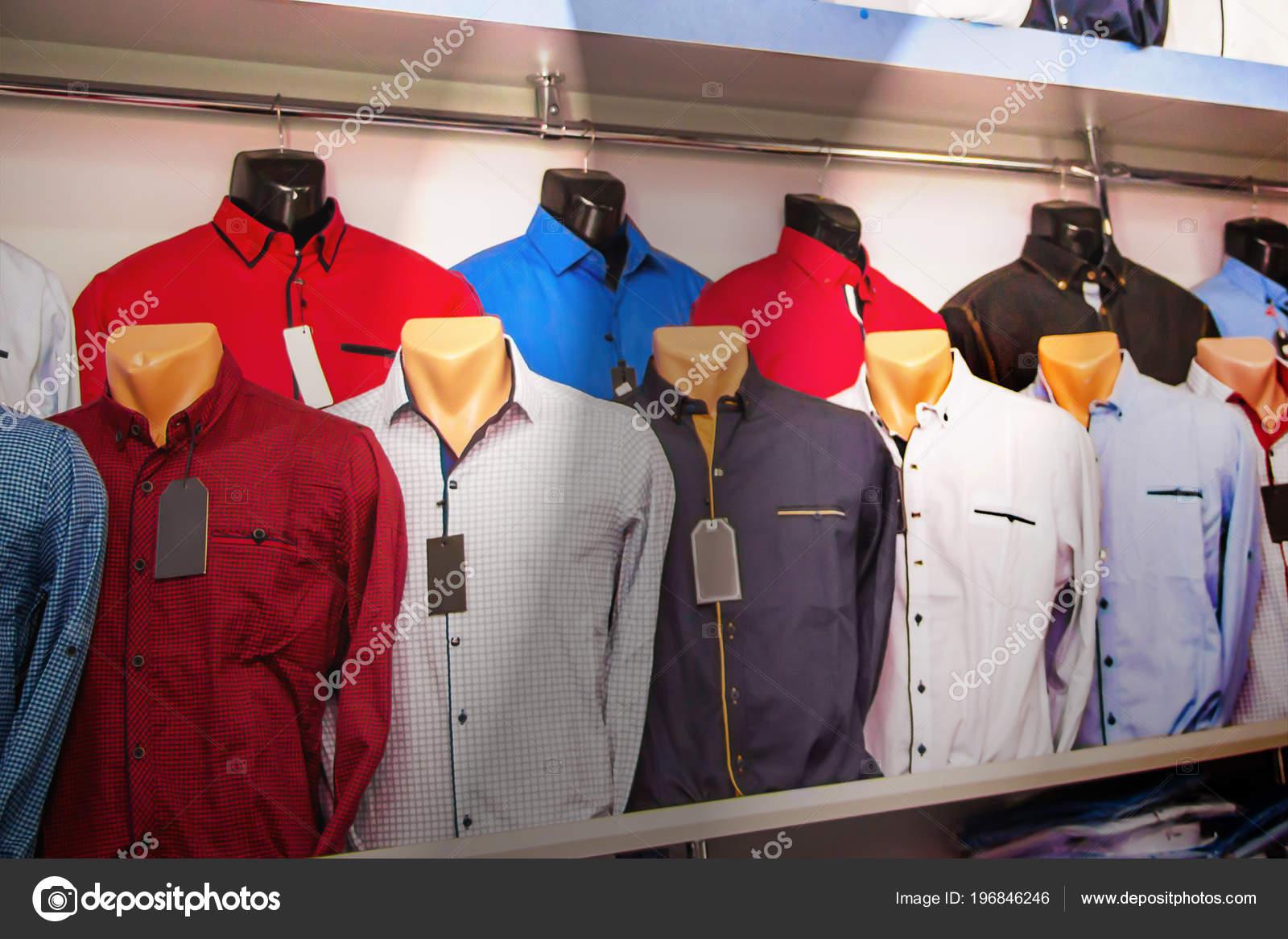b76ce992a Tienda Camiseta Maniquíes Ropa Hombre Ropa Con Estilo Para Venta — Foto de  Stock