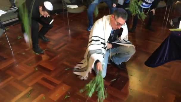Zsidó nép előformál a rituális verte a fűzfa, a Zsinagóga, a zsidó ünnep fesztivál-Sukkoth (Hoshana-Raab a hetedik és egyben utolsó napján